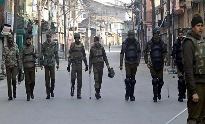 curfew continues for second consecutive day in kashmir