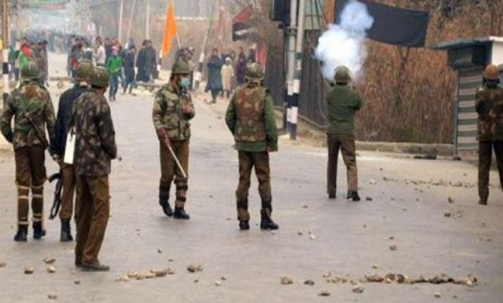 curfew continues in srinagar