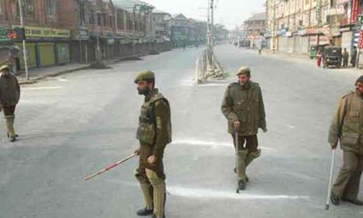 curfew enforced in parts of srinagar