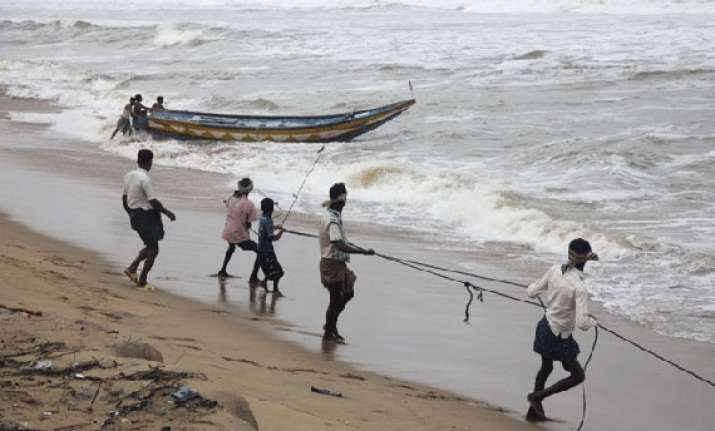 cyclone phailin over 5 lakh evacuated in odisha and andhra