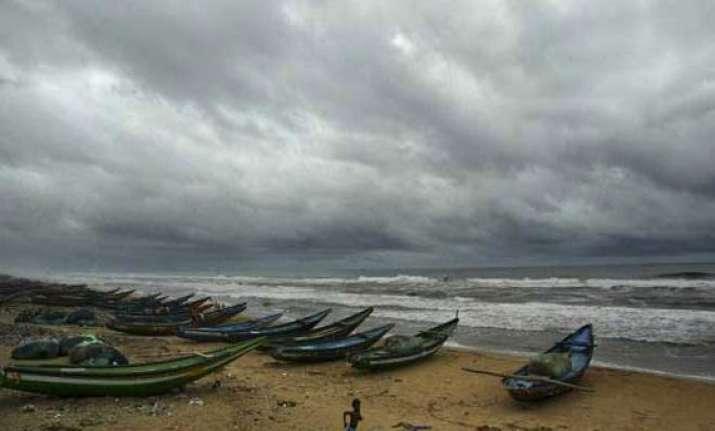 cyclone phailin to hit ap odisha coast between 6 to 8 pm