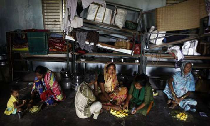 cyclone phailin 800 000 people homeless in odisha ap