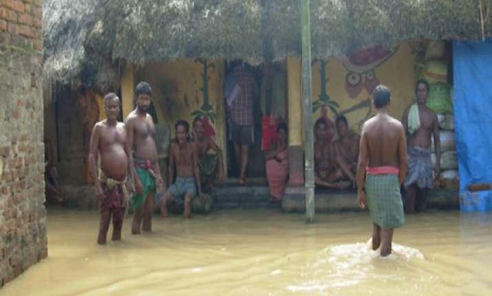 odisha toll 25 as cyclone phailin triggers flood