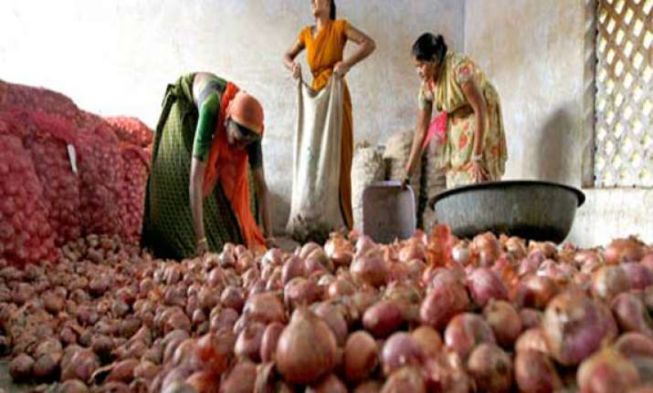 cyclone phailin shoots up onion prices in nashik by rs 1000