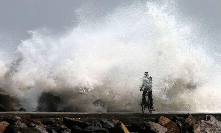 cyclone thane crosses east coast 33 killed in tn puducherry