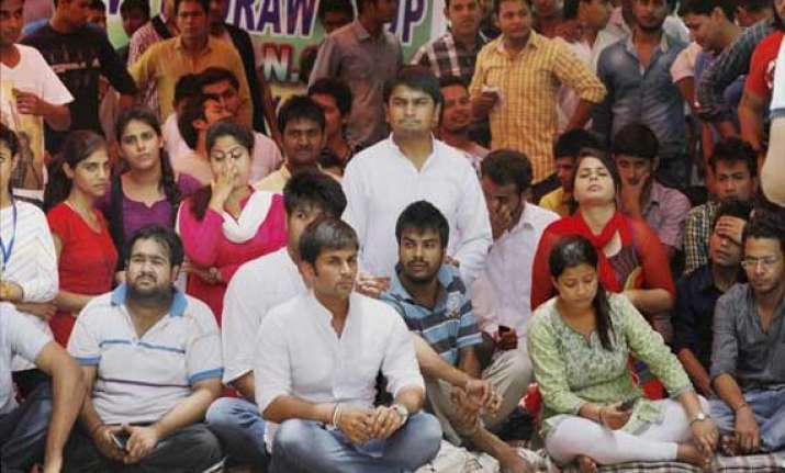 du ugc tussle over fyup du teachers go on hunger strike