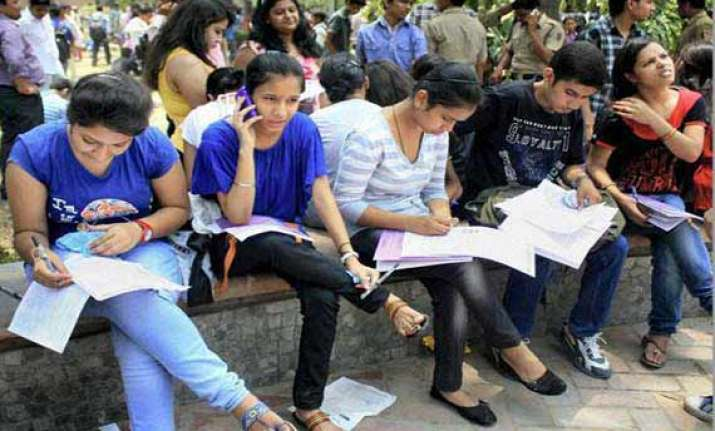 du clears 3 yr format for ug courses