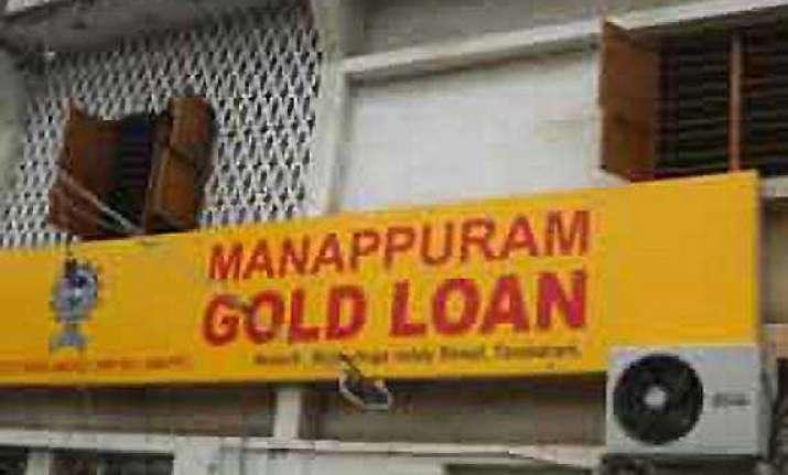 daring heist at manappuram gold loan office in nashik