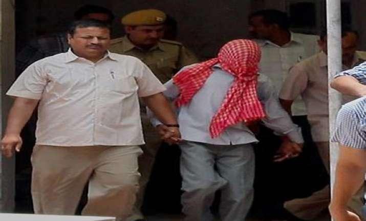 delhi gangrape damini s brother tries to attack juvenile