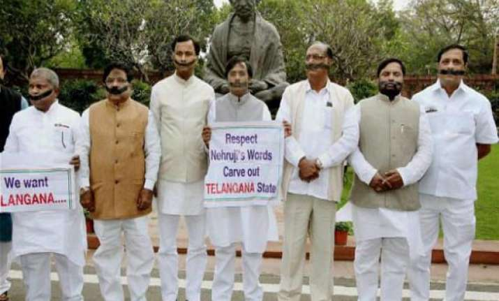 decide on telangana by may 30 congress mps