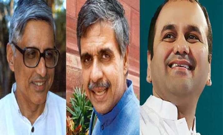 delhi election commission issues notices to 3 candidates in