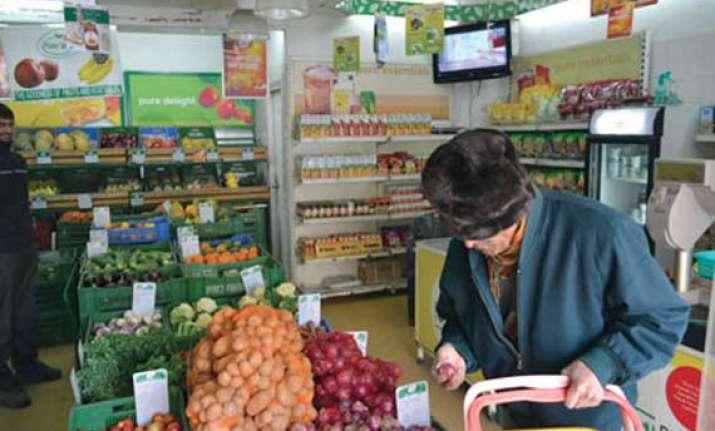 delhi govt planning to sell onions potatoes at liquor