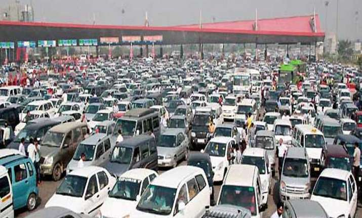 traffic eases as gurgaon delhi expressway goes toll tax free