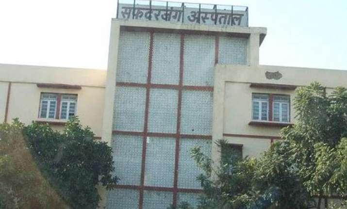 delhi hc notice to centre safdarjung doctors