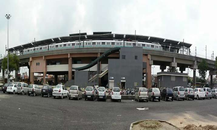 delhi metro parking lots to remain closed for 24 hours from
