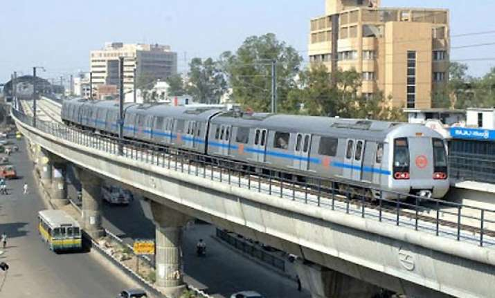 delhi metro to remain closed till 2 p.m. on holi