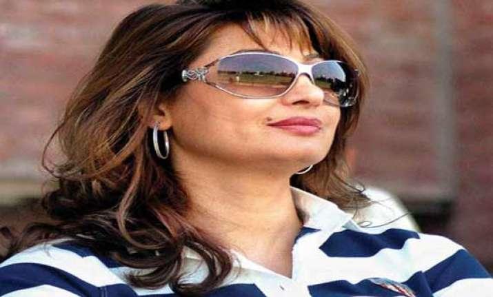 delhi police chief briefs home minister on sunanda probe