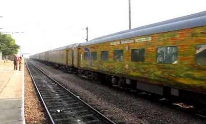 delhi pune duranto express engine derailed