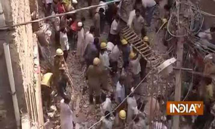 delhi building collapse one arrested