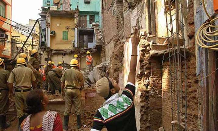 delhi building collapse nhrc holds civic agency responsible