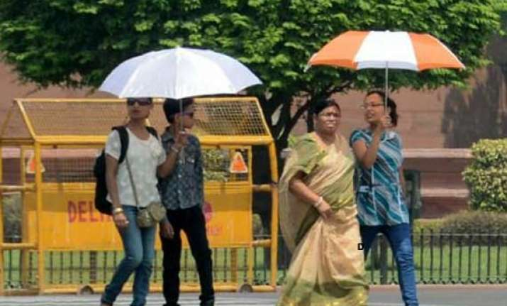 delhi continues to reel under hot humid weather conditions
