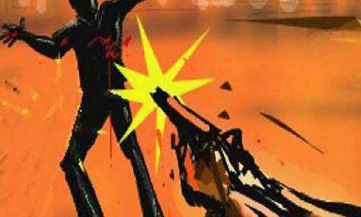 delhi cop hit by bullet