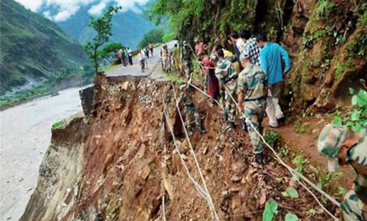 delhi government gives rs.5 crore for himachal victims
