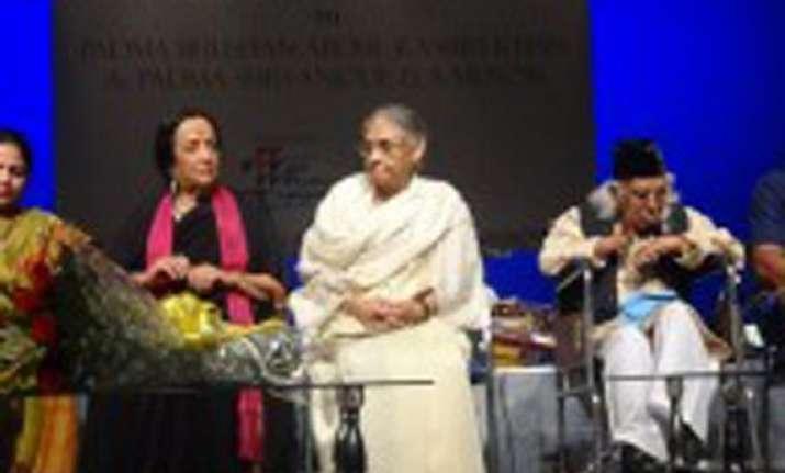 delhi government felicitates abdul rashid khan anjolie ela