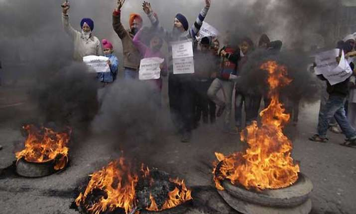 delhi government recommends sit probe into 1984 riots