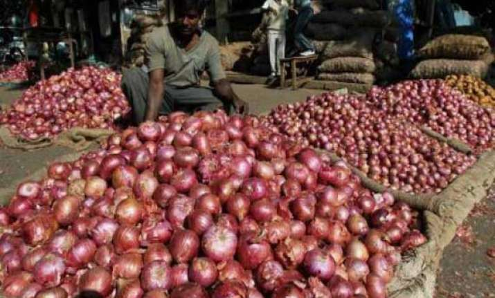 delhi government to open stalls to sell onions and potatoes