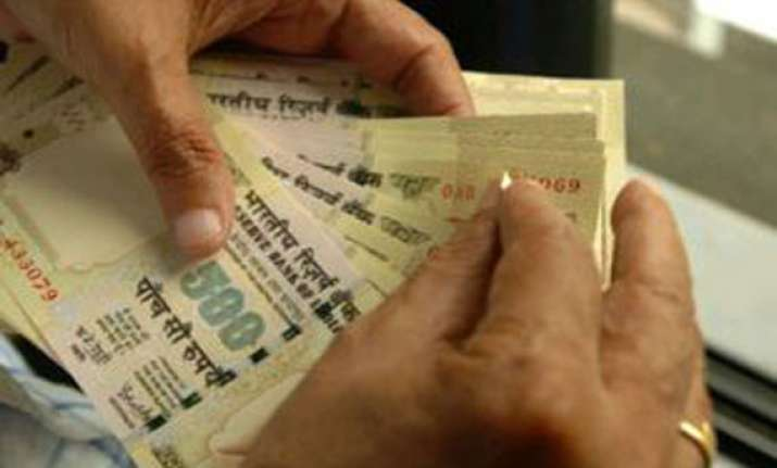 delhi govt gives rs 8 crore under direct cash transfer