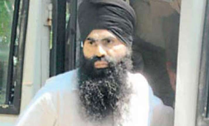 delhi govt refers decision on bhullar to home ministry