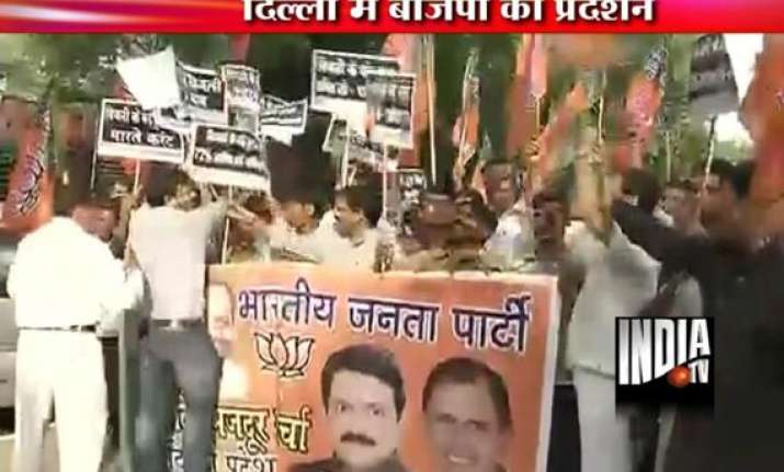 delhi police use water cannon on bjp workers staging anti