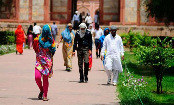 delhi reels under hottest day of season mercury to soar