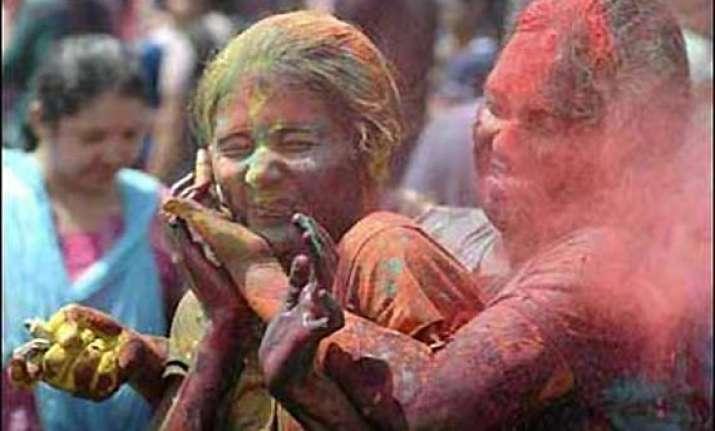delhi sex workers celebrate holi with kheer biryani
