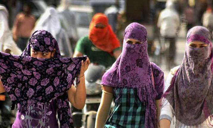 delhi wakes up to another hot day