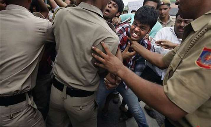 delhi police asked to crack down on rowdy elements