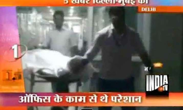 delhi police sub inspector commits suicide with service