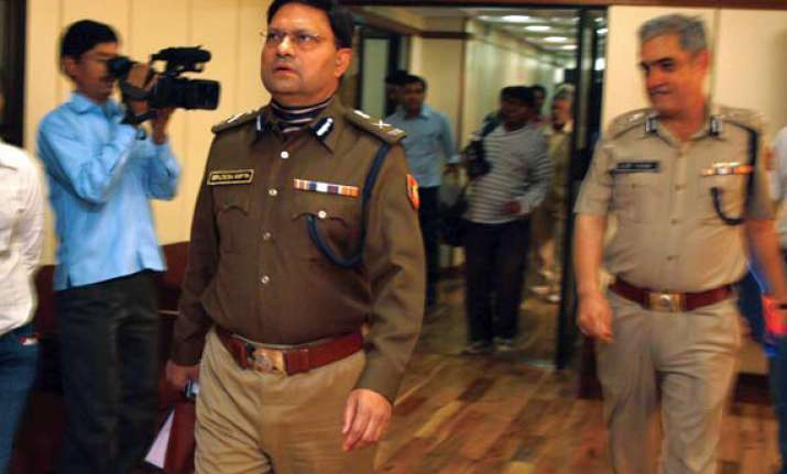 delhi police to act against cops who used excess force says