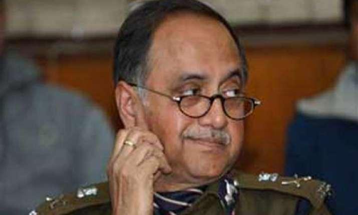 delhi police chief meets dikshit