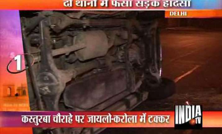 delhi policemen squabble over jurisdiction after corolla