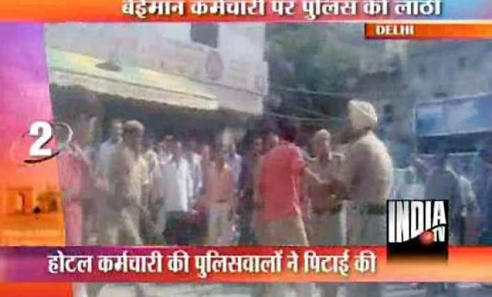 delhi policemen thrash hotel staff for overcharging tourists