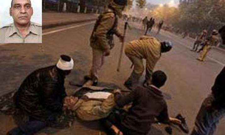 delhi crime branch questions 3 witnesses on constable
