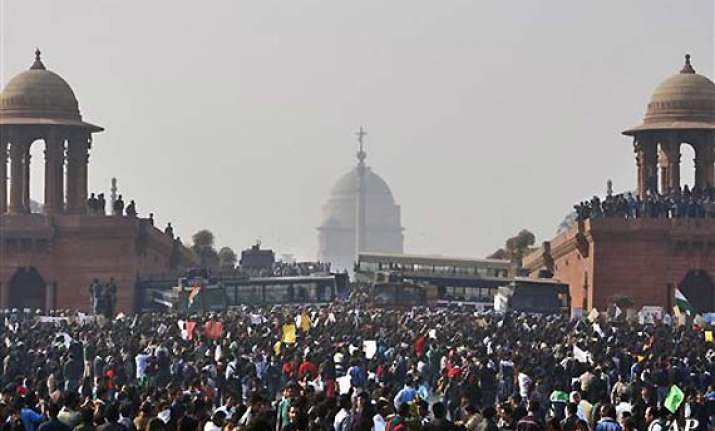 protesters unrelenting as india gate turns into battle zone