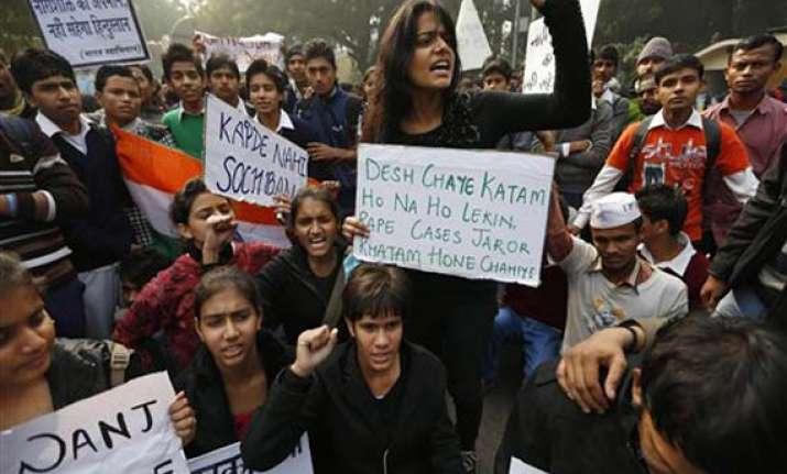 delhi gangrape protest at jantar mantar india gate locked