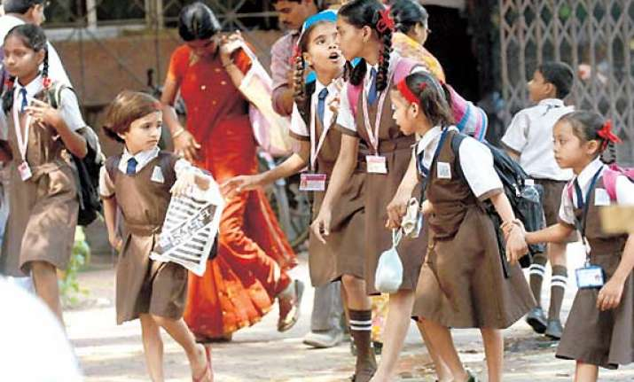 delhi primary schools to hire guards for girls security