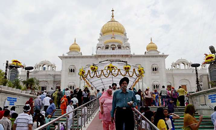 devotees throng gurudwaras to mark baisakhi