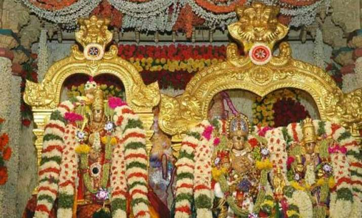 devotees throng meenakshi temple for celestial wedding