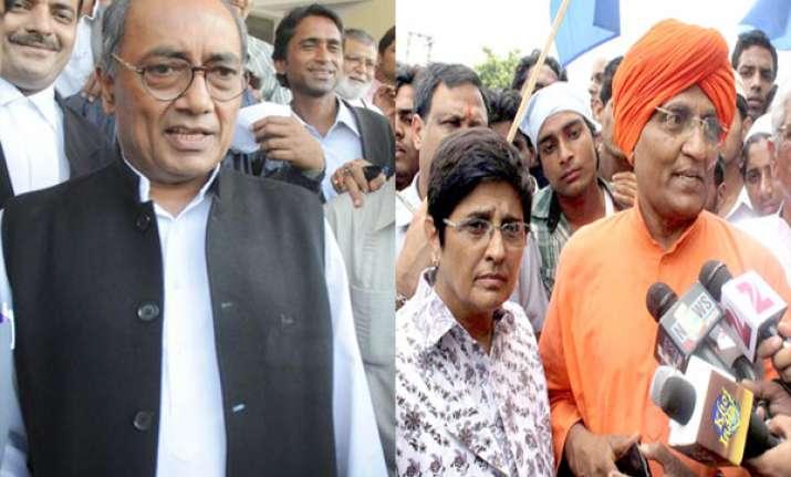 digvijay agnivesh ask kiran bedi to submit her ngo for probe