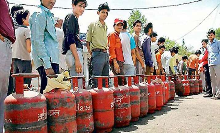 direct cash transfer for lpg not easy to implement oil secy